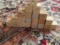 Zabawy klockami drewnianymi